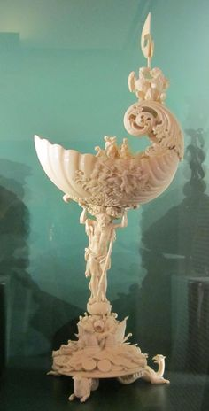 Nautiluspokal Weimar - Elfenbeinschnitzerei – Wikipedia Ivory Elephant, Bone Crafts, Save The Elephants, Bone Carving, Antique Shops, Chinese Art, Asian Art, Sculpture Art, Sculpting