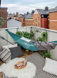 Wie man seinen Balkon ganz schnell zur Wohlfühloase machen kann :)