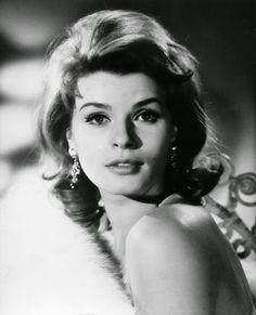 Vintage Glamour Girls: Senta Berger