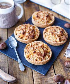 Tartelettes crumble aux pommes et aux châtaignes Macaroni And Cheese, Dairy, Ethnic Recipes, Desserts, Food, Vegan, Sweet Pie, Tarts, Tailgate Desserts