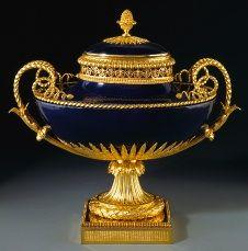 Louis XVI mounted vase (beau bleu vase « Daguerreovale » or « cassolette à monter »), about 1786–88