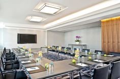 Meeting Table, Meeting Rooms, Hotel Berlin, Corporate Event Design, Room Setup, Event Decor, Modern, Table Settings, Business Meeting