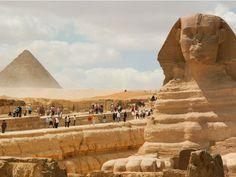 Já imaginou como era difícil construir uma pirâmide no Egito Antigo? Ao contrário do que o cinema mostra, segundo estudos recentes, os egípcios que erguiam tais construções não eram escravos, mas sim, homens livres, bem alimentados e organizados entre si. No entanto, quando precisavam faltar na obra, os trabalhadores usavam desculpas bastante inusitadas.