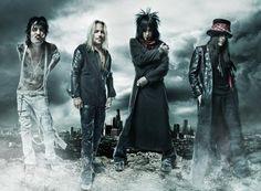 Mötley Crüe: Tommy Lee, Vince Neil, Mick Mars, Nikki Sixx.  Jamas olvidare ninguno de los conciertos de estos tipos a los que eh ido!!!!