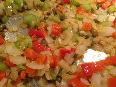 Hay muchos platillos que forman parte del legado cultural de nuestros antepasados.   Por eso hoy les comparto esta receta del picadillo vegano estilo cubano... Esta receta y muchas otras en:www.veganlatino.com #picadillo #vegano #vegana #vegano #estilo #cubano #receta #rica #comidarica #facil #rapida #blogvegano #veganblog #blog #siguenos #veganlatino