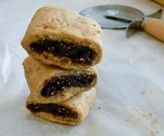You may know these tender, not too sweet cookies by their name Fig Newtons, but in reality the recipe is of Egyptian design. This version combines the traditional flavours of North Africa with the whole grain cookies of today. Fig Cookies, Roll Cookies, Sweet Cookies, Sweet Treats, Yummy Cookies, Candy Recipes, Cookie Recipes, Dessert Recipes, Free Recipes