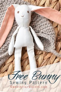 Free rabbit sewing pattern for mini dollhouse size bunny (works great in scale doll houses!) Can be sewn on machine or by hand. Pattern includes step by step video tutorial to guide you through the whole process. Finished 6 inch bunny is perfect for E Doll Patterns Free, Doll Sewing Patterns, Sewing Dolls, Handmade Dolls Patterns, Fabric Doll Pattern, Fabric Dolls, Rag Dolls, Sewing Stuffed Animals, Stuffed Animal Patterns
