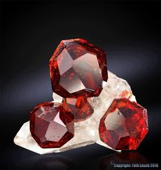 Garnet crystals from northern area Shiger valley, Skardu, Pakistan Taille