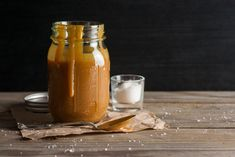 Sugar-free caramel… say WHAAAT? Here are our tips for making your own gorgeous caramel sauce for those very special occasions. Homemade Caramel Sauce, Salted Caramel Sauce, Caramel Recipes, Butterscotch Sauce, Honey Caramel, How To Make Caramel, Types Of Desserts, Mexican Hot Chocolate, Dips