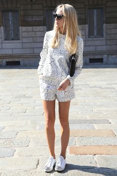 walk on vogue Net Fashion, Look Fashion, Fashion Prints, Fashion Outfits, Womens Fashion, White Fashion, Street Style Outfits, Casual Outfits, Look Con Short
