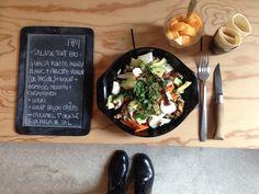 Menu du jour 17/11 - Salade tout bio : Quinoa rouge/noir/blanc + carotte vapeur (de Pascal!) + avocat + gomasio marin + champignon + coriandre - Kaki en cubes - Wrap façon crêpe : fourrée de caramel à la fleur de sel de Guérande SAINT GUELOLE