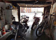 Estrada e garagem. Garagem e estrada.
