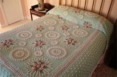 A Vintage Chenille Bedspread ~ This looks like the one my parents had. I LOVE Chenille Bedspreads! Shabby Vintage, Vintage Love, Retro Vintage, Shabby Chic, Retro Ads, Chenille Bedspread, Vintage Bedspread, The Good Old Days, My New Room
