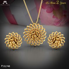 Buy Aura Gold Pendent Set with Rose gold Gold different sizes, designs , pattern and easy to buy at budget price & BIS Hallmark Gold. Gold Bangles Design, Gold Jewellery Design, Antique Jewellery Designs, Gold Pendent, Gold Jewelry Simple, Coral Jewelry, Gold Fashion, Pendant Jewelry, Pendant Set