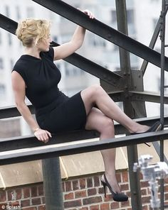 Kate Winslet, never apologetic for her body . Would it have killed them to show a little more thigh?