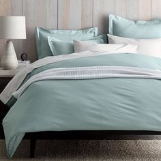Cool, crisp and sublimely smooth duvet cover. Fine weave of 300-thread count organic cotton percale. GOTS Certified.