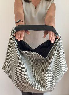 Borsa a sacco, borsa unica, borsa stoffa e pelle di vquadroitaly su Etsy https://www.etsy.com/it/listing/255205563/borsa-a-sacco-borsa-unica-borsa-stoffa-e