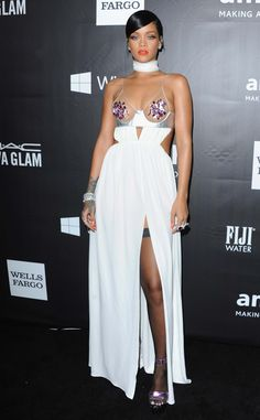 Rihanna VS Miley Cyrus: duel de décolletés sexy au gala de l'amfAR 2014   Femina