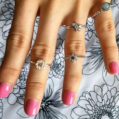 Loving how @kristen_nastovski styled her Jewlr ring with some fun floral accents!