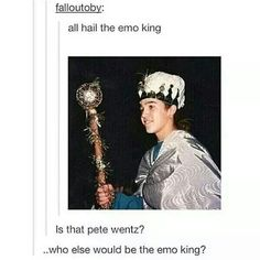Who else would be the emo king?>>>> Gerard fucking way!<<< Gee is the sheriff of emo town. Pete is the emo king. Emo Bands, Music Bands, Music Is Life, My Music, Pete Wentz, Band Memes, Panic! At The Disco, Pierce The Veil, Pop Punk