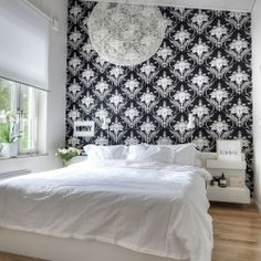 Gorgeous black and white Scandinavian style in Therese Sennerholt's home (in English and Spanish).