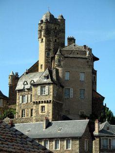 (086) 21 Janvier 2017 Tableau sur le village d'Estaing, Aveyron, France. Ici le château appartenant à Giscard d'Estaing (ancien Président de la République).