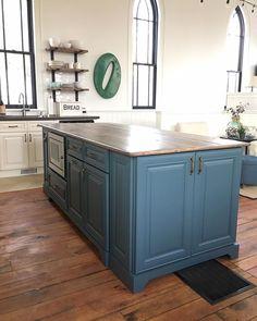 White Wood : My DIY kitchen island round up Diy Kitchen Island, White Wood, Blue Grey, Home Decor, Homemade Home Decor, White Hall Tree, Decoration Home, Interior Decorating