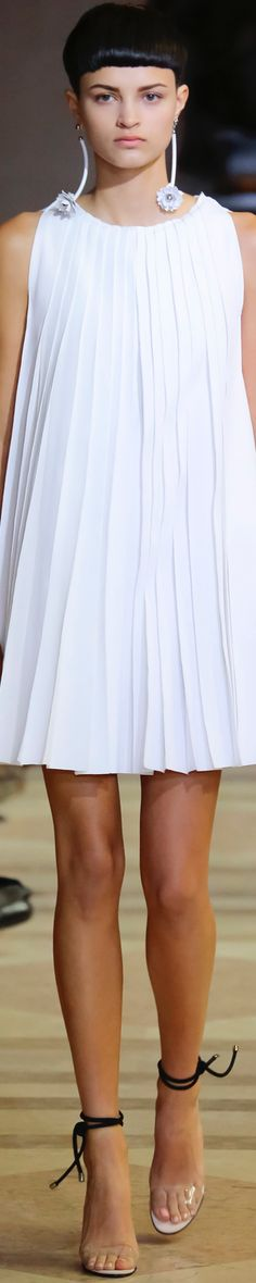 CAROLINA HERRERA SPRING 2016 RTW LOLO repinned by BELLA DONNA Luxe Designs