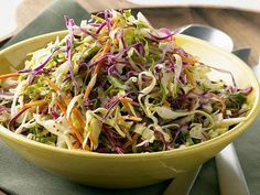 Tangy Vinegar Based Carolina Coleslaw Is Perfect for Barbecues This delicious Carolina coleslaw is made with a sweet and tangy vinegar dressing. The slaw is perfect for pulled pork or chicken barbecue. Vinegar Based Coleslaw Recipe, Coleslaw Recipe Easy, Homemade Coleslaw, Coleslaw Recipes, Carolina Vinegar Coleslaw Recipe, Cole Slaw Vinegar Based, Slaw For Pulled Pork, Pulled Pork Recipes, Coleslaw Salad