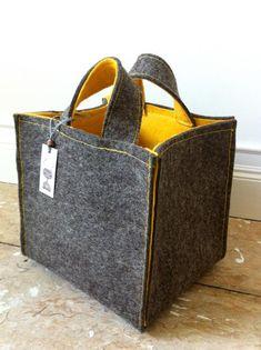 set of three handmade totes によく似た商品を Etsy で探す Handmade Handbags, Handmade Bags, Etsy Handmade, Handmade Items, Diy Handbag, Fabric Bags, Market Bag, Clutch, Cloth Bags
