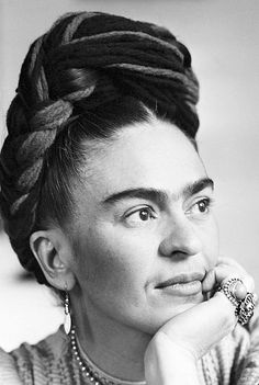 Uploaded by ZTORMA▽INSP. Find images and videos about frida kahlo on We Heart It - the app to get lost in what you love. Diego Rivera, Fridah Kahlo, Burlesque Movie, Famous Legends, Look Wallpaper, Kahlo Paintings, Frida And Diego, Frida Art, Photo Images
