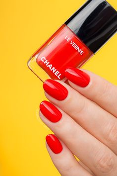 Must-have orange red nail polish - Chanel 634 Arancio Vibrante review swatches