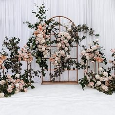 Diy Wedding Garland, Wedding Backdrop Design, White Wedding Decorations, Desi Wedding Decor, Rustic Wedding Backdrops, Wedding Reception Backdrop, Engagement Decorations, Backdrop Decorations, Rustic Backdrop