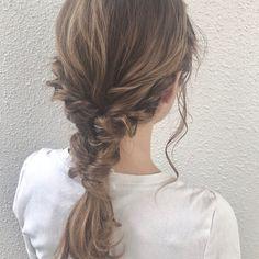 たくさん汗をかいたり、プールや海で濡れても、崩れにくいアレンジが知りたい!という人は少なくないのではないでしょうか? 今回はそんな悩みが解消されて、簡単でおしゃれなヘアアレンジ術についてご紹介いたします。 Cute Hairstyles, Braided Hairstyles, Wedding Hairstyles, Hairdos, Cut My Hair, New Hair, Hair Arrange, Hair Styler, About Hair
