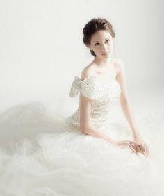 the wedding dress is so beautiful !