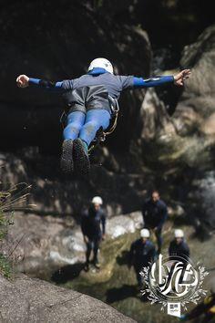 Bart van der Linden doing the Superman during the #LYCZ Challenge Freestyle Canyoning. #etrefort  You can get the 'LYCZ Days 2015' T-Shirt on www.etre-fort.com/product/parkour-t-shirt-lycz-2015. Parkour, Comfort Zone, Superman, Challenges, Van, T Shirt, Supreme T Shirt, Tee Shirt, Vans