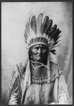 Geronimo. 1907 native Indian. American native Indian headdress for chief