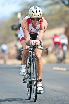 Crowie on his way to his 2011 Kona win (from Triathlete.com)