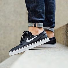 The ultimate deck shoe is set in black for its latest go.  See more at eukicks.com  @titoloshop has them  #eukicksmag #kicks #janoski #nikesb #deckshoes #skateshoes #nike #nikesbjanoski #instakicks #sneakernews