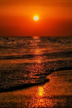 If you are new to sunset photography, then here are some Peaceful Examples of Sunset Photography you can try out. Sunset photography is a hobby that is popular Sunset Pictures, Nature Pictures, Cool Pictures, Beautiful Pictures, Imagen Natural, Foto Art, Beautiful Sunrise, Sunset Photography, Beautiful World