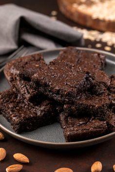 Almond Butter Brownies - Flourless & Vegan Brownie 5 ingredient brownie in a mug Sweet Potato Brownies Vegan, Vegan Brownie, Brownie Recipes, Flourless Brownie, Fudgy Brownies, Chocolate Brownies, Healthy Brownies, Brownie Bites, Cookie Recipes