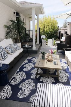 Outdoor Cushion and Rug Care + Patio FAQ - The Inspired Room Home Style Saturdays: Cleaning Tips, Tu Outdoor Areas, Outdoor Rooms, Outdoor Living, Outdoor Crafts, Outdoor Decorations, Small Accent Tables, Deck Makeover, Patio Cushions, Cottages By The Sea