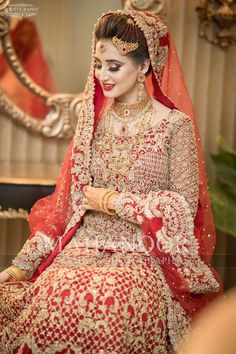 Pakistani Bride pinned by Asian Bridal Dresses, Pakistani Wedding Dresses, Bridal Outfits, Pakistani Bridal Makeup, Indian Bridal, Bridal Makup, Pakistan Bride, Bridal Jewellery Inspiration, Glam Look