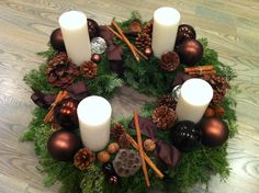 Christmas Crafts, Christmas Decorations, Table Decorations, Christmas Time, Wreaths, Winter, Diy, Candle Arrangements, Christmas Tabletop