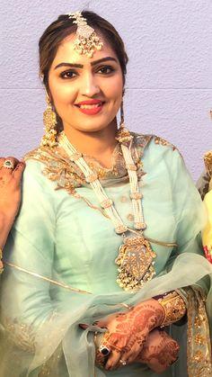 Punjabi Girls, Punjabi Bride, Punjabi Suits, Indian Bridal Outfits, Pakistani Outfits, Indian Jewelry Sets, Best Mehndi Designs, Afghan Dresses, Embroidery Suits