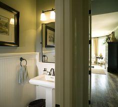 Small Bathroom: Pedestal Sink