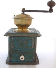 Great Coffee - The World Of Coffee Coffee Brewer, Coffee Cafe, Coffee Drinks, Coffee Shop, Antique Coffee Grinder, Coffee Grinders, Coffee Klatch, Coffee Container, Domestic Appliances
