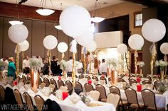 7 Tips To Pull Off A Budget Wedding (and Pictures!) - Vintage Revivals I'm not normally a balloon enthusiast but there are exceptions and this is one of them.