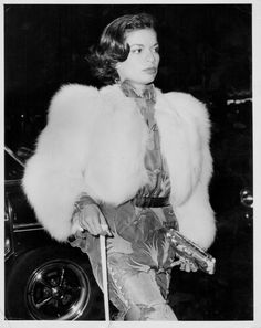 Bianca Jagger at the Odeon in Leicester Square, London 1973 Bianca Jagger, Vintage Fur, Look Vintage, Vintage Party, Margaux Hemingway, Jerry Hall, Jacqueline Bisset, Lauren Hutton, Grace Jones