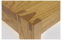 Mooie verbinding, het lijkt er echter op dat de poot meer hout heeft ter plekke van de verbinding dan elders. Wellicht wat inefficiënt..